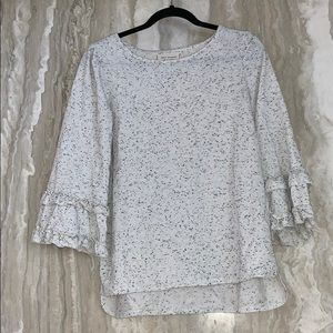 White 3/4 sleeve sweater with black dots